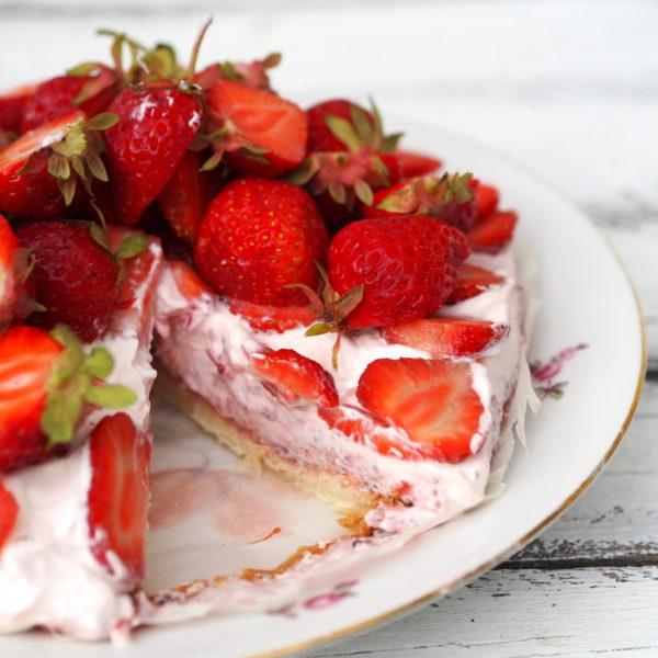 Letná jahodová torta