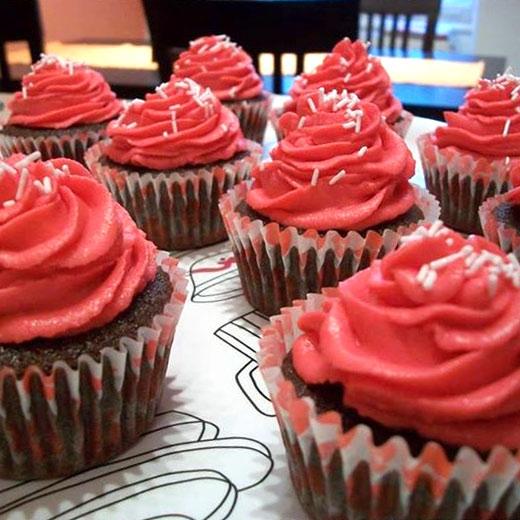 Čokoládové cupcaky sružovým krémom