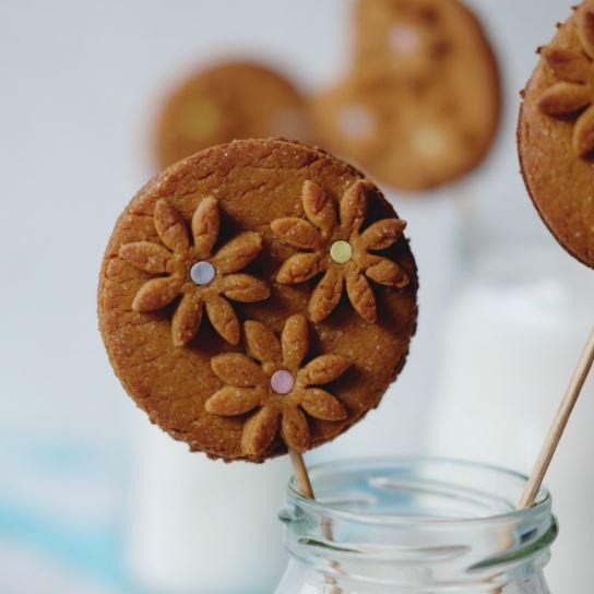 Karamelové sušienky sjarným zdobením