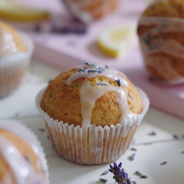Levanduľové muffiny scitrónovou polevou