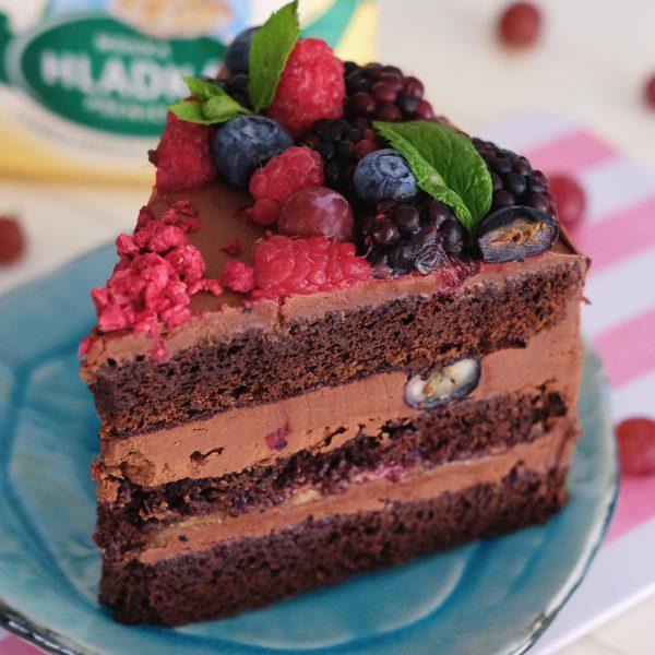Čokoládová torta sletným ovocím