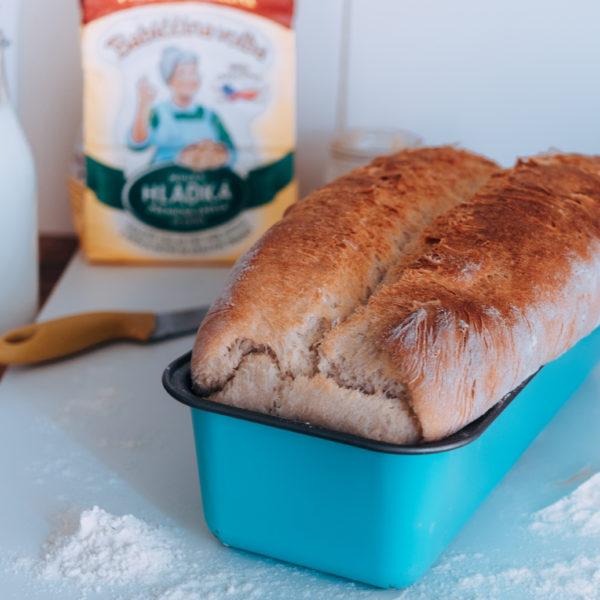 Domáci hriankový chlieb