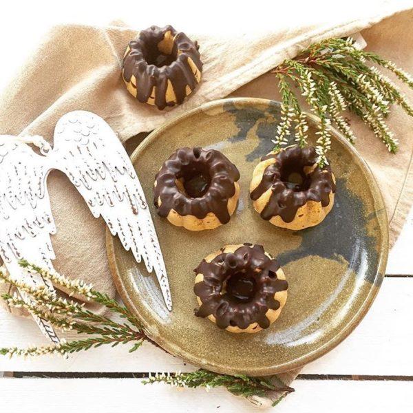 Mrkvové bábovky sčokoládovou polevou