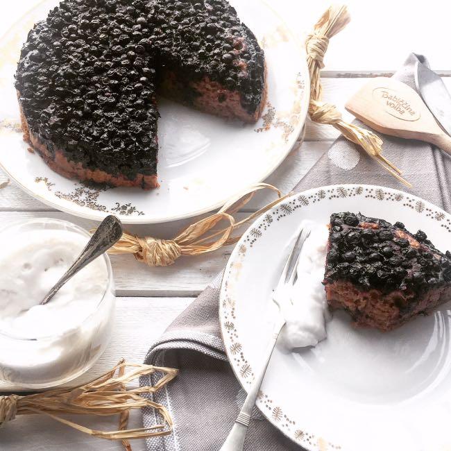 Čokoládová vegan torta sčučoriedkami