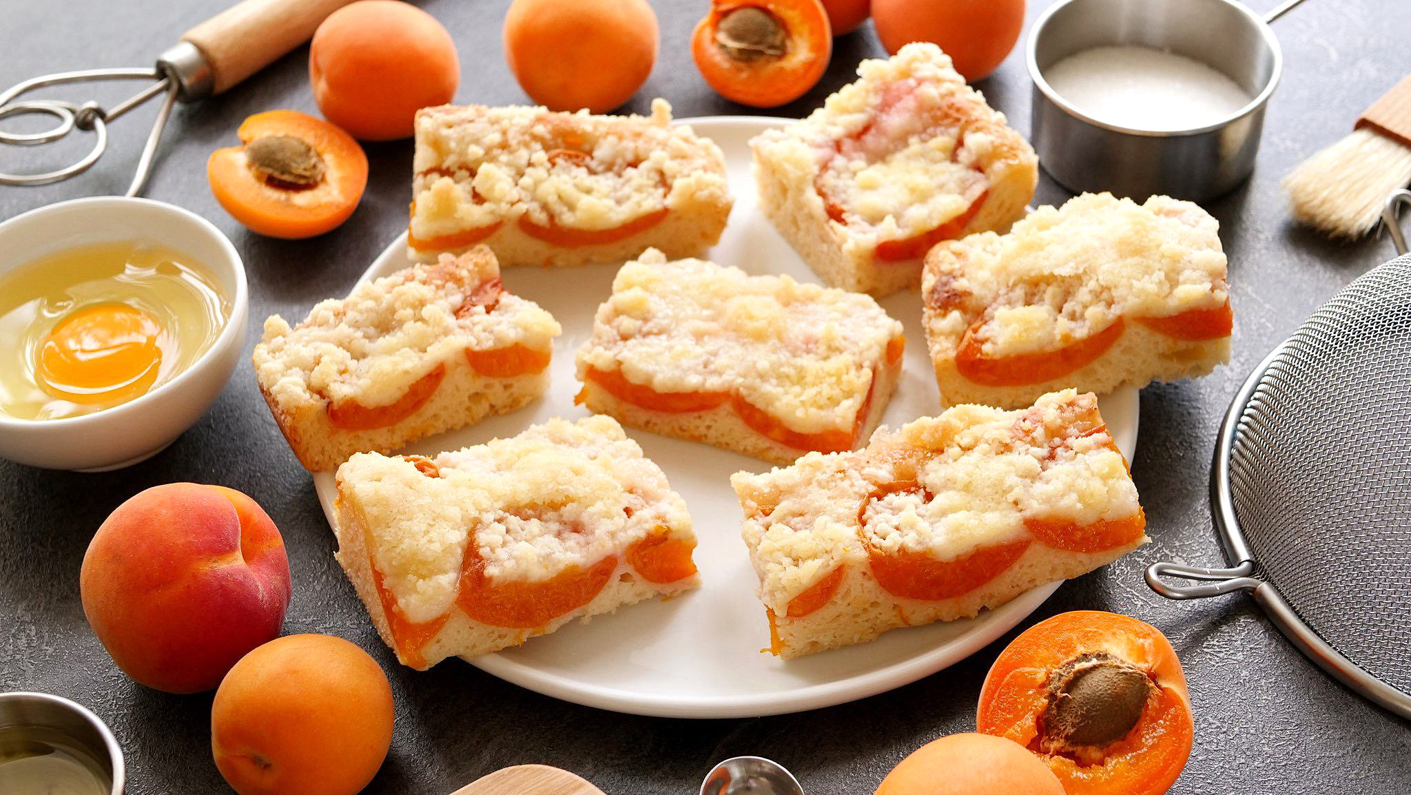 Ovocný koláč so žmolenkou