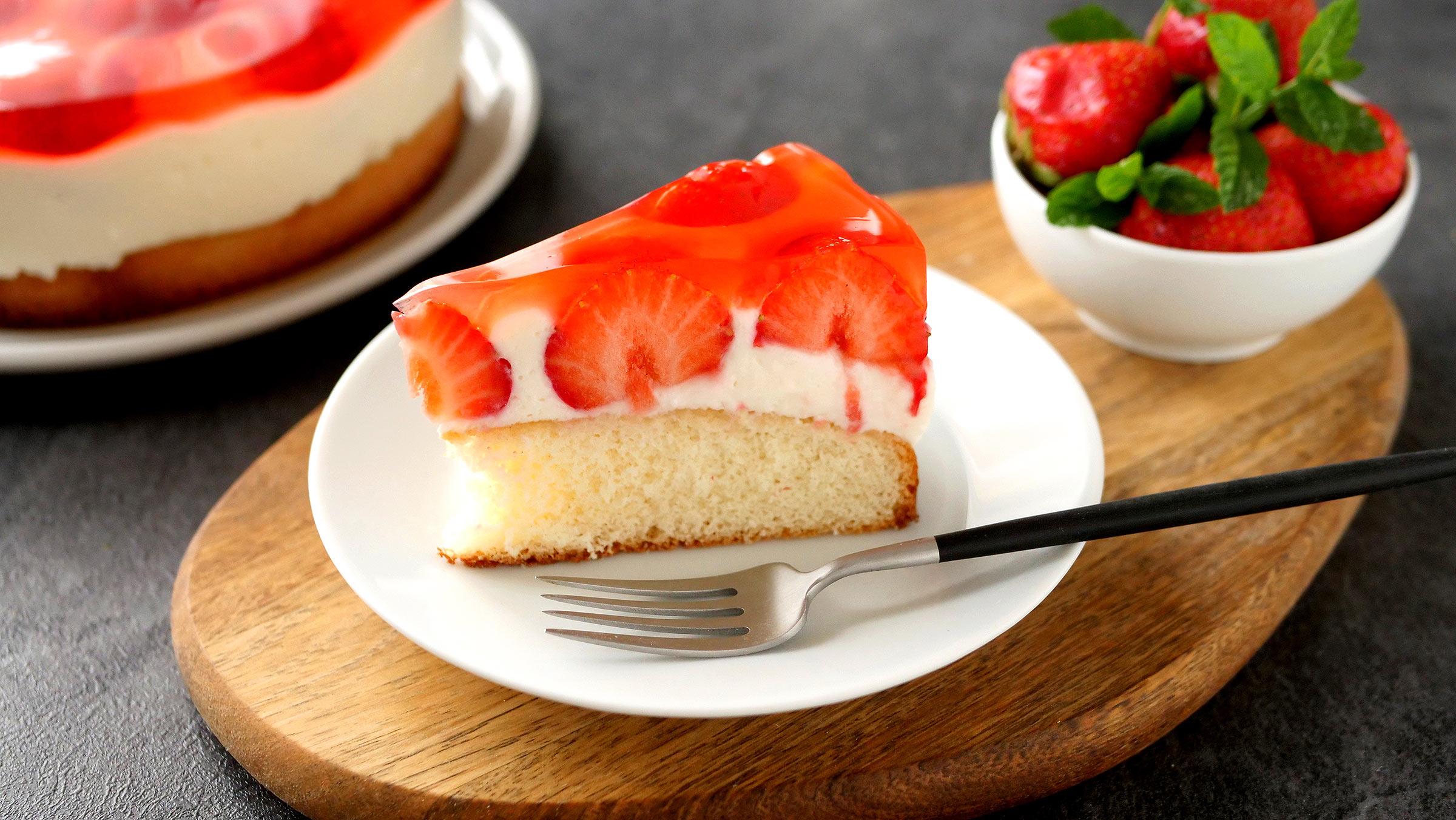 Jahodová želé torta stvarohom