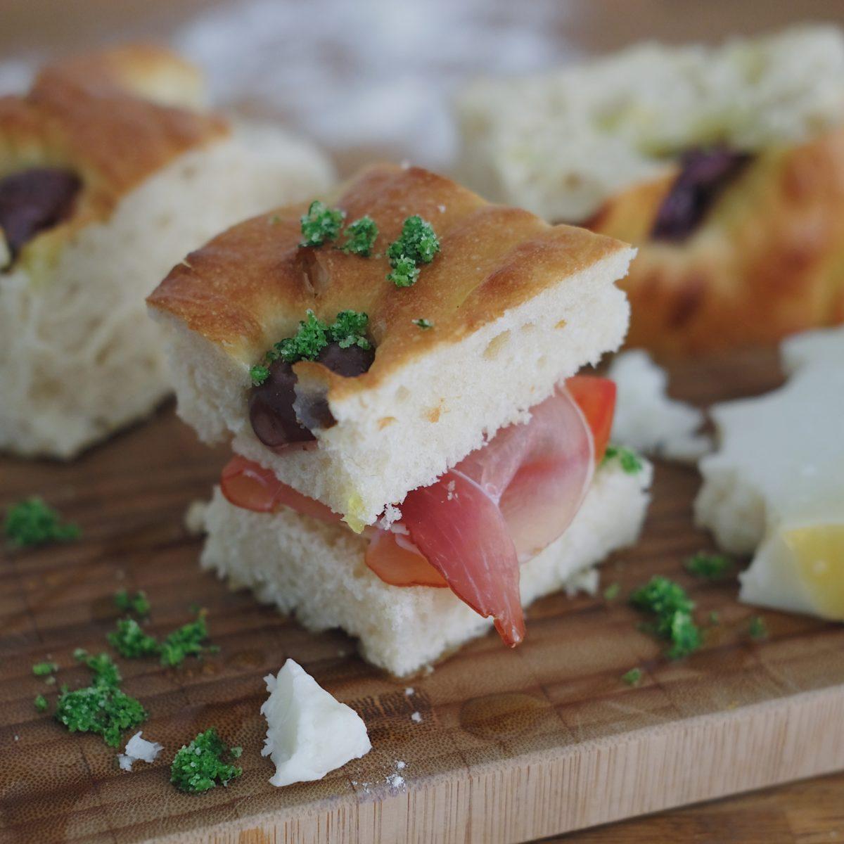 Jednoduchý svetlý chlieb solivami