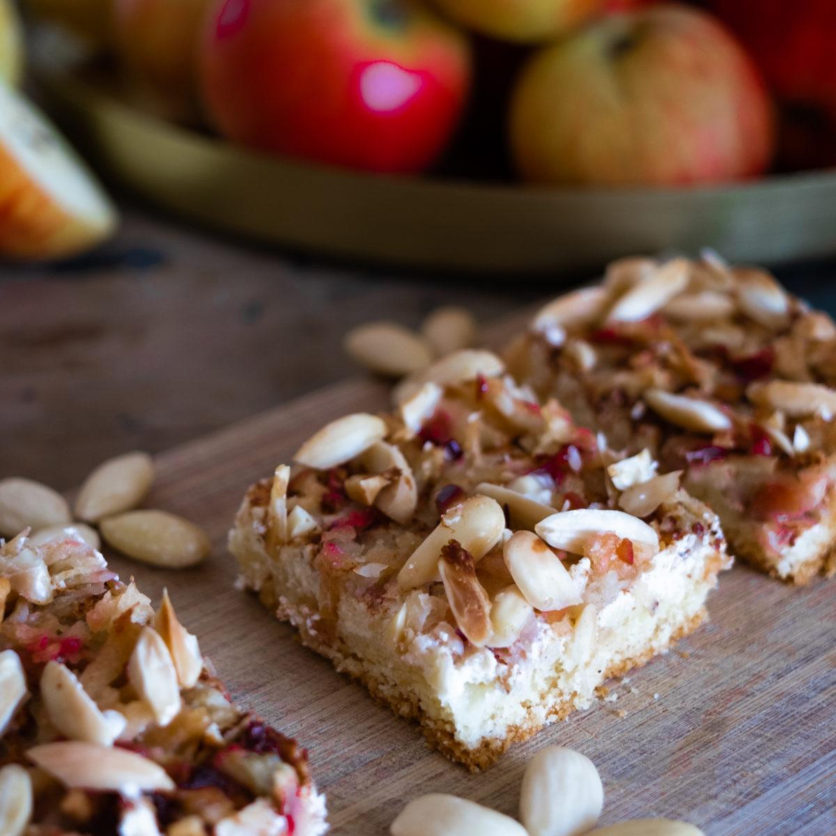 Jablčný koláč stvarohom
