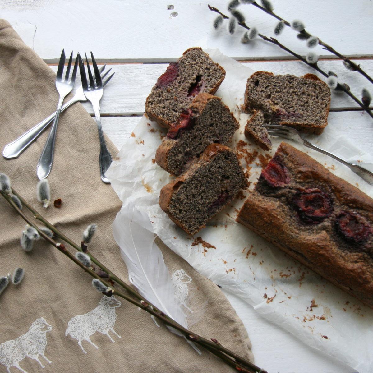Celozrnný pšeničný makový chlebík so slivkami
