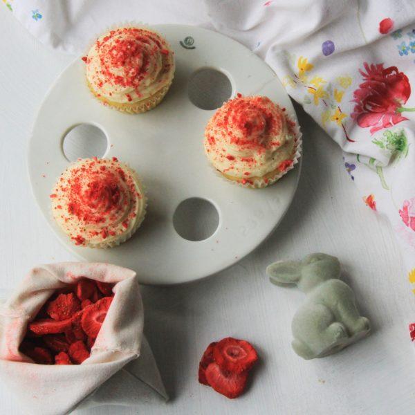 Veľkonočné cupcakes slyofilizovanými jahodami