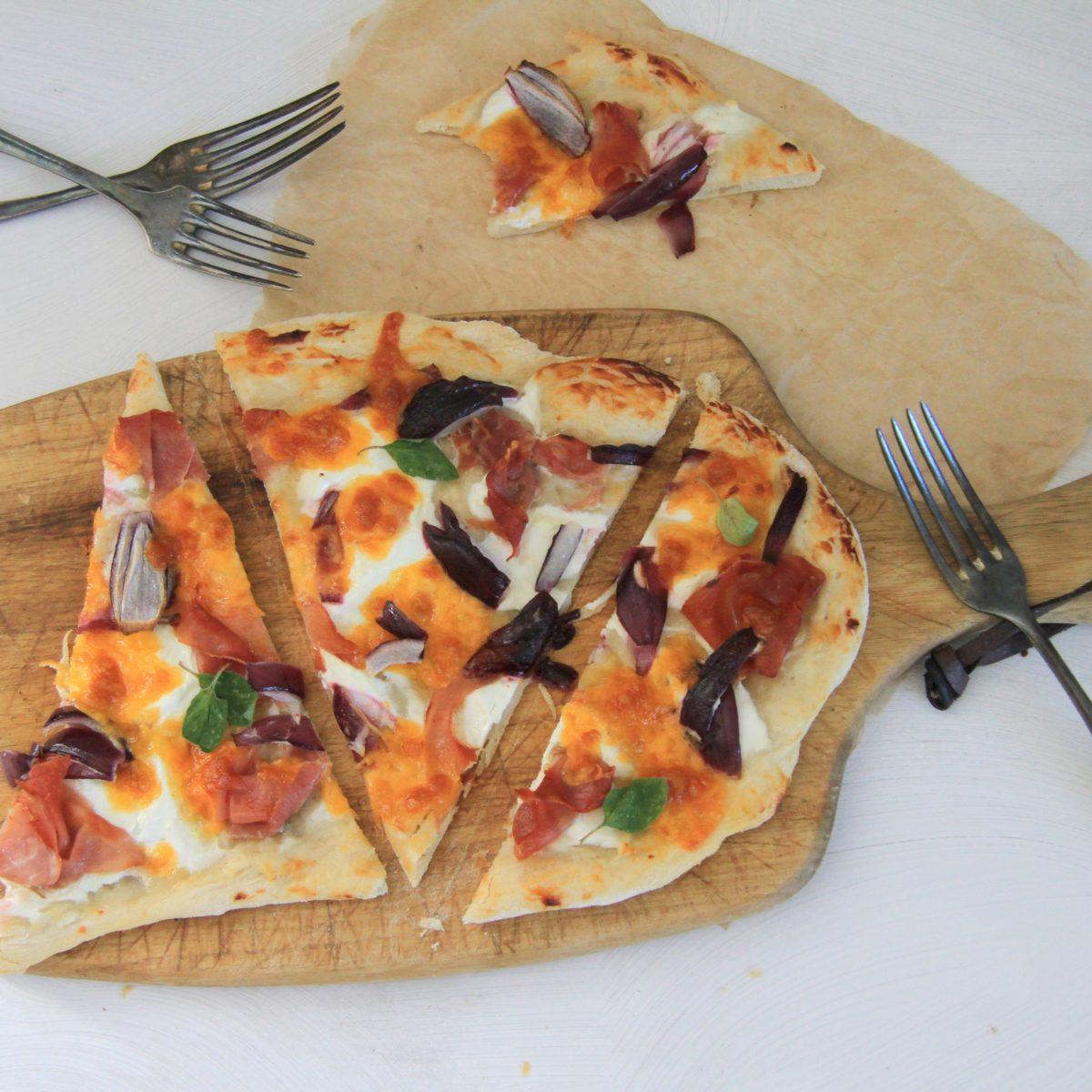 Alsaská pizza stirolskou šunkou