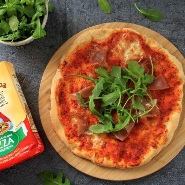 Domáca pizza spršutom arukolou