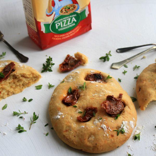 Focaccia so sušenými paradajkami